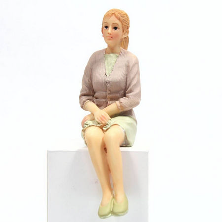 Modern Woman Figure - 1:12 scale