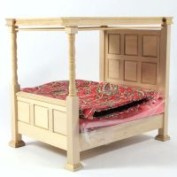 Four Poster Bed with Bedding